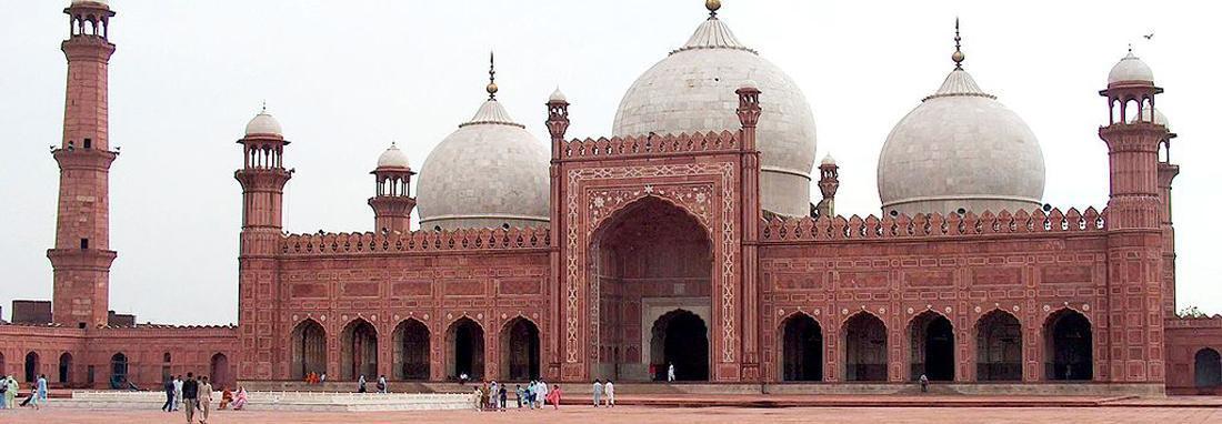 سلفی دختران پاکستانی مقابل مسجد پادشاهی ، شکوه و زیبایی معماری دوره گورکانی را در مسجد پادشاهی ببینید
