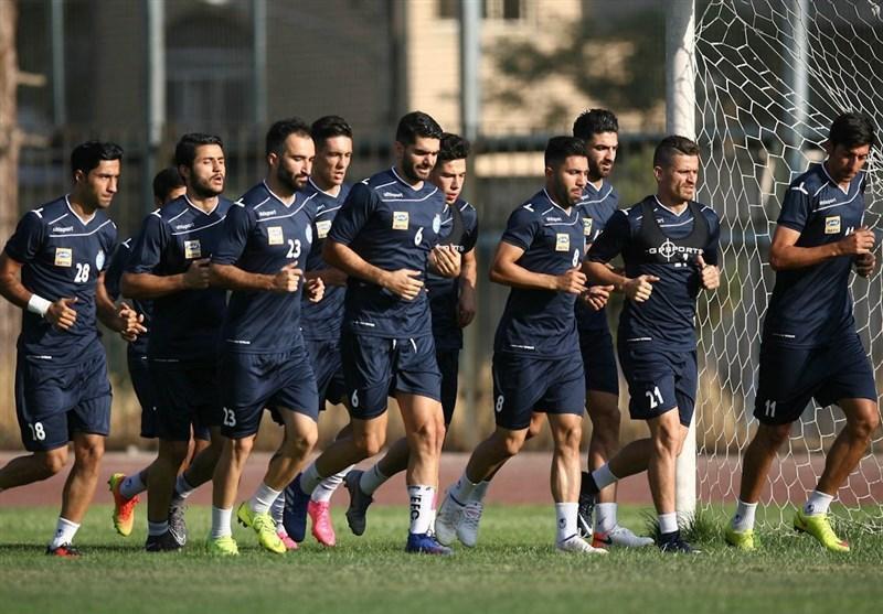 باشگاه استقلال: قصد جذب مدافع راست نداریم