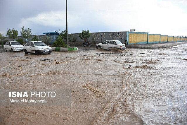 وارد شدن خسارت به خانوارهای ورزقانی در پی بارش باران