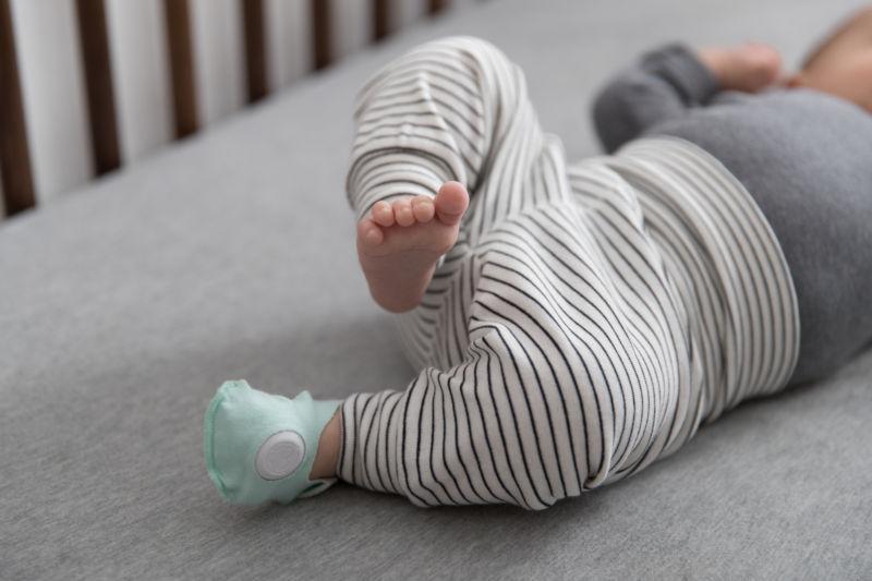 رصد سلامتی نوزادان با جوراب هوشمند