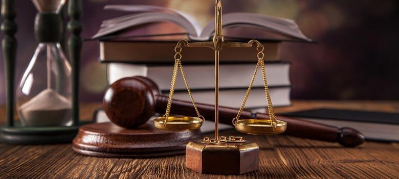 بازار اشتغال رشته های وکالت در اختیار مسن ترین ها، به کار دریافت قضات بازنشسته بازار وکالت را از متقاضیان جوان سلب می نماید