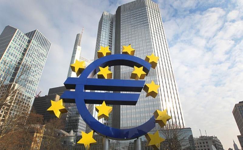 بانک مرکزی اروپا با بالگرد میان مردم پول توزیع می نماید؟
