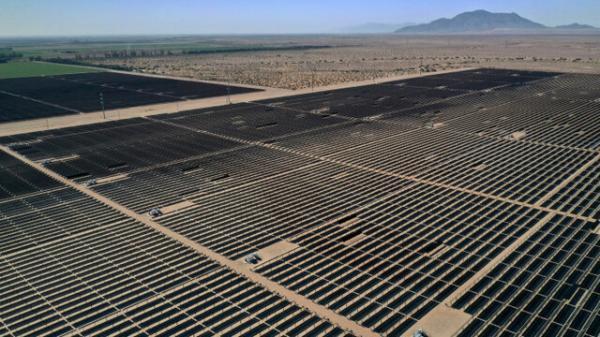 ساخت یک مزرعه عظیم خورشیدی در صحرای کالیفرنیا