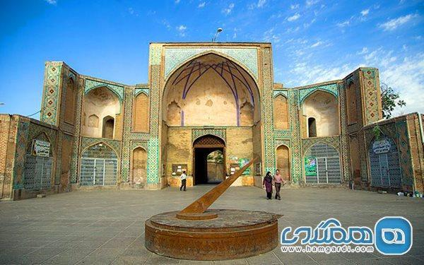 مسجدی با سبک های معماری چند دوره تاریخی که در قزوین قرار گرفته است